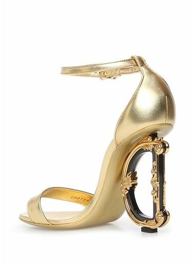 Dolce&Gabbana Dolce&Gabbana 101557120 Barok Motifli Metal Logo Topuklu Yuvarlak Burun Kemer Kapatmalı Deri Kadın Topuklu Ayakkabı Altın